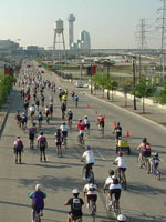Tour Dallas bicyclists